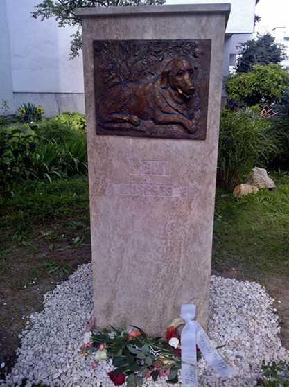 памятник собаке Бени в Будапеште