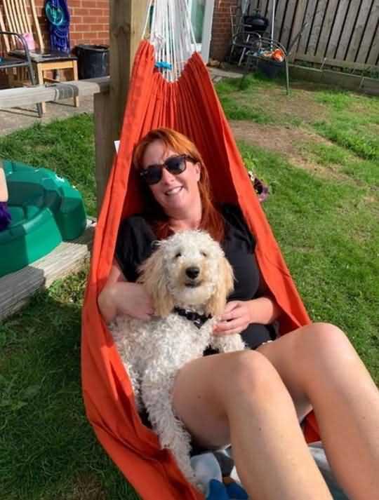 собака Пегги с хозяйкой