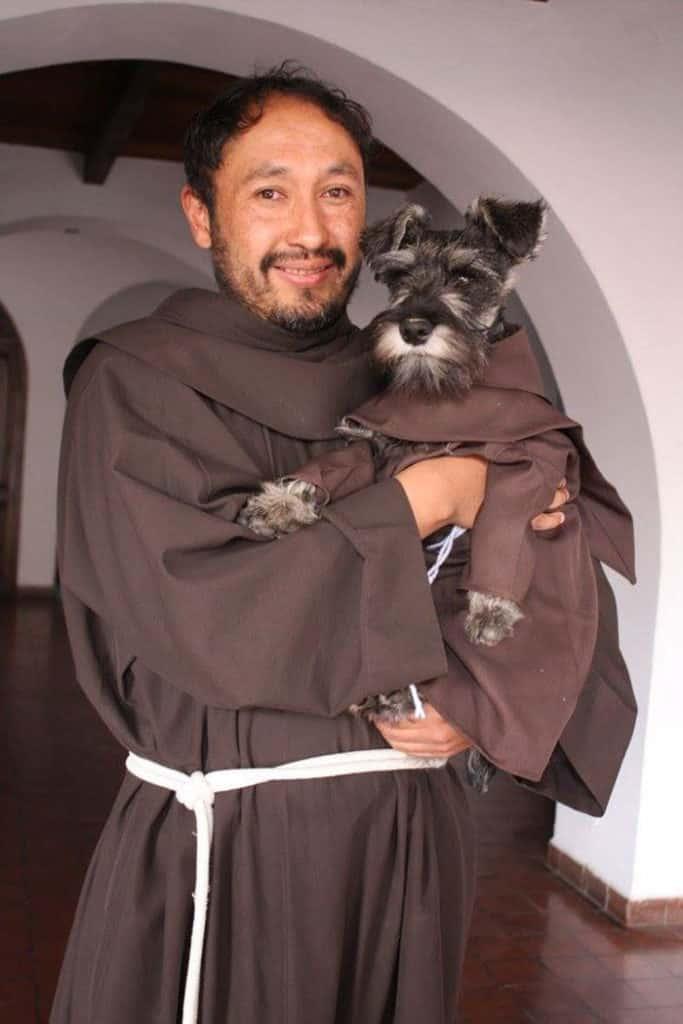 собака в монастыре